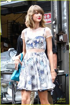 Taylor Swift Steps Out After MTV VMAs Announcement!