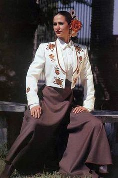 Embroidery Jacket in Ivory for horsewoman with Brown Roses and Brown Cordobesa Skirt