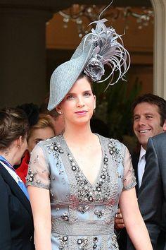 Maria Margarita Vargas Santaella, the wife of Louis de Bourbon, Duke of Anjou, attended the wedding . Black Fascinator, Fascinator Hats, Headpiece, Wedding Fascinators, Wedding Hats, Gold Wedding, Wedding Dresses, Queen Elizabeth Daughter, Millinery Hats