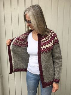 Ravelry: Project Gallery for Riddari pattern by Védís Jónsdóttir for Ístex Fair Isle Knitting Patterns, Knitting Stitches, Knitting Designs, Knit Patterns, Hand Knitting, Pullover Design, Handgestrickte Pullover, Sweater Design, Tejido Fair Isle