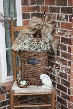 101 Easy And Simple Spring Front Porch Decoration Ideas - The initial thing your guests see when calling is likely the front porch; the foremost way to produce a lively welcome during the springtime is with a. Country Decor, Farmhouse Decor, French Farmhouse, Country Farmhouse, Summer Porch, Primitive Homes, Primitive Kitchen, Primitive Country, Primitive Decor