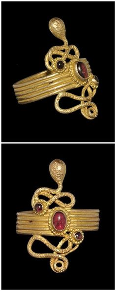 EGYPTIAN GOLD SERPENT RING WITH GARNETS - Roman Period, 30 BC-323 AD. | A hoop of round-section gold wire with double-coiled neck and lozengiform head, similar tail; three cells with beaded wire borders, each with an inset garnet cabochon.