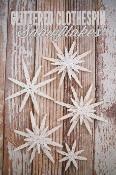 Simple yet effective - make these peg snowflakes in two sizes to adorn your Christmas tree