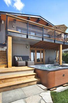 Outside Living Area & Hot Tub