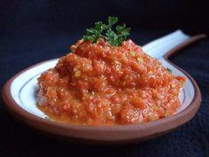 Piri Piri Saus. Afrikaanse hete rode peper marinade saus. Wilt u een dikke marinade dan minder olijfolie toevoegen. En andersom geldt precies hetzelfde; wilt u meer een vloeibare piripiri dan meer olijfolie toevoegen.