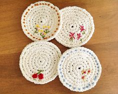 Crochet some Spring Time Coasters. A perfect project for a crochet beginner. Pattern by Maize Hutton. Crochet Diy, Crochet Home, Crochet Gifts, Crochet Motif, Crochet Flowers, Crochet Patterns, Crochet Coaster, Crochet Leaves, Doily Patterns