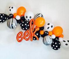 Fun Halloween Balloon Design Ideas for Party Decoration - JustHomeIdeas Halloween Party Supplies, Halloween Birthday, Halloween Party Decor, Holidays Halloween, Spooky Halloween, Halloween Backdrop, Haloween Party, Halloween Festival, Halloween Balloons