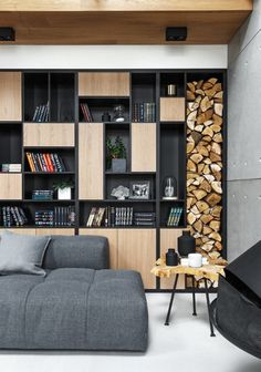 Amazing 32 Extraordinary Bookshelf Design Ideas To Decorate Your Home More Beautiful Home Library Design, Office Interior Design, House Design, Interior Designing, Wood Bookshelves, Bookshelf Design, Wooden Shelves, Black Bookshelf, Modern Bookcase