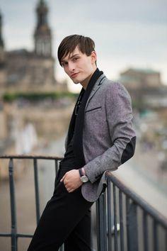 ein graues Sakko Eva Dang Shooting Fashion Blog Männer Mister Matthew