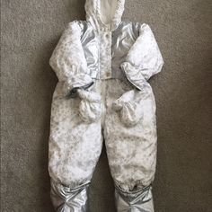 18M baby snow coat Used, good condition.  Nylon. Please check the picture to see the flaws. Comes from smoke free/dog friendly home. WT Jackets & Coats