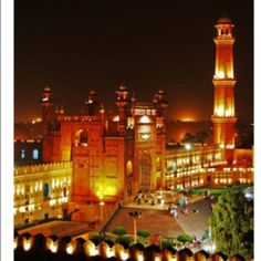 PAKISTAN, So beautiful photography of Badshahi mosque Lahore Punjab Pakistan Pakistani Culture, Pakistani Girl, History Of Pakistan, Lahore Pakistan, Beautiful Mosques, Mughal Empire, Famous Landmarks, What The World, Art And Architecture