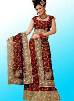 Ghagra/Ghagra Choli: Also known as Lehenga choli, this is a combination outfit of a Lehenga, tight Choli and a Dupatta. A choli is a midriff-baring blouse shell garment in the Indian sari. Lehenga or Ghagra is a form of skirt and is worn as the bottom portion of a Gagra choli. Dupatta  is a long, multi-purpose scarf that is essential to many South Asian women's suits and matches the woman's garments. Big Fat Indian Wedding, Indian Bridal, Indian Dresses, Indian Outfits, Gagra Choli, Asian Wedding Dress, Wedding Dresses, Lehenga Choli, Playing Dress Up