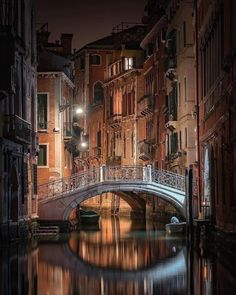 The quiet canals in Venice, Italy Most Beautiful Cities, Beautiful Buildings, Places To Travel, Places To Visit, Visit Italy, Ultimate Travel, Venice Italy, Italy Travel, Venice Travel