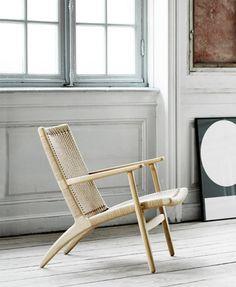 lounge chair at twentytwentyone Nordic Living Room, Living Room Modern, Living Room Chairs, Lounge Chairs, Modern Garden Furniture, Classic Furniture, Wood Chair Design, Furniture Design, Style Lounge