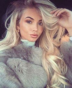 The beautiful in our Taupe Short Coat! Chinchilla, Fox Fur Coat, Fur Coats, Girls Selfies, Fur Fashion, Rose, Gorgeous Women, Glamour, Long Hair Styles