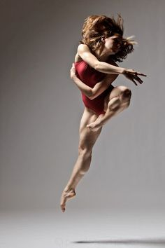 Christopher Peddecord ballet dance photography aloft leap Geez, look at the muscle tone on this dancer! Ballet Dance Photography, Dance Ballet, Foto Poster, Anatomy Poses, Dance Like No One Is Watching, Poses References, Dynamic Poses, Dance Movement, Dance Poses