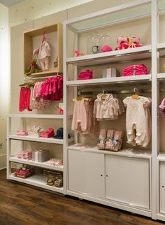 KIDS SHOP: FOLDED AND HANGING