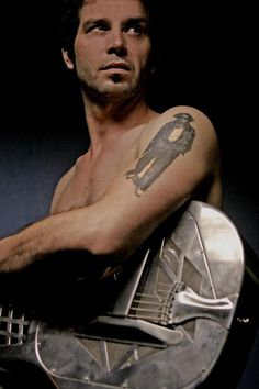 Doyle Bramhall II (Insane blues guitarist) Love watching his fingers go crazy! and hearing his voice