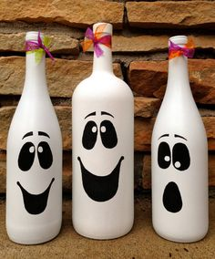 Halloween Ghost Wine Bottle Décor / Cute Autumn & by Hinzpirations #handpainted #paintedbottles #diy