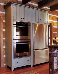 Double ovens = love!!  Someday!! Like how they are in built in hutch.