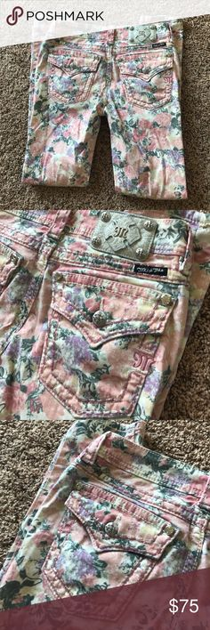 MISS ME ROSE FLORAL SKINNY JEANS SZ 28 Size 28. Inseam is 29 inches. Skinny fit. Excellent condition! Super rare jeans! Bundle & save! Miss Me Jeans Skinny