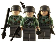 Lego WWII German Soldiers I can make this guy in the front! Lego Soldiers, Lego Ww2, Lego Army, Lego Minifigs, Lego Technic, Lego Guns, Lego Boards, Lego Modular, Lego Figures