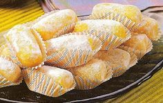 Receitas de Portugal: CROQUETES DOCES Easy Cooking, Cooking Tips, Chocolates, Candy S, Portuguese Recipes, Portuguese Food, Pound Cake Recipes, Hot Dog Buns, Finger Foods