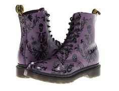 Martens - Purple with Black Skull detail. Perfect for goth/grunge/punk/emo style Dr. Martens, Botas Dr Martens, Doc Martens Boots, Skull Fashion, Gothic Fashion, Look Fashion, Dream Shoes, Crazy Shoes, Me Too Shoes