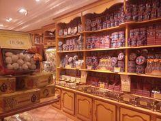 Tienda tipica de dulces.toledo