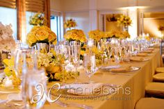 A perfect mix of pale and bold shades of yellow at the bridal party table.