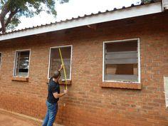 Reisverslag Malawi – Deel 1 | Horren meten bij het Malingunde Hospital.