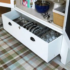 drawer to hold baking pans!! great idea!!