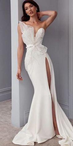 Unique Wedding Gowns, Unique Dresses, Dream Wedding Dresses, Bridal Gowns, Wedding Bride, Maternity Wedding Dresses, Beautiful Wedding Dress, Cute Simple Dresses, Extravagant Wedding Dresses