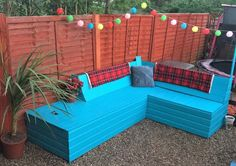 reused wooden pallet garden sofa