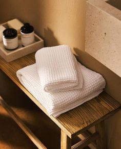 Soft Towels, Cotton Towels, Zara Home Collection, Bath Sheets, Bathroom Towels, Waffle Knit, Towel Set, Bathroom Inspiration, Washing Clothes