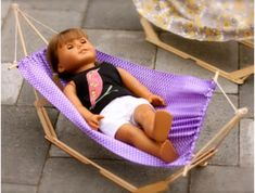 American Girl Dolls : Image : Description Check out this DIY Hammock for an American Girl Doll! Plus 39 other American Girl Doll DIYs That Won't Break The Bank. Casa American Girl, Muebles American Girl, My American Girl Doll, American Girl Crafts, American Doll Clothes, Girl Doll Clothes, Children Clothes, Barbie Clothes, American Girl Storage