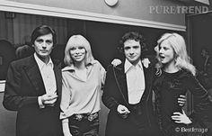 ALAIN DELON, MIREILLE DARC, MICHEL SARDOU ET SYLVIE VARTAN EN 1975