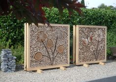 Wood art in the gravel road- Holzkunst am Kiesweg Wood art in the gravel road - Metal Art Projects, Diy Wood Projects, Garden Projects, Landscaping Around Trees, Backyard Landscaping, Outdoor Learning Spaces, Gabion Wall, Fence Design, Yard Art
