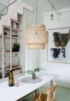 En el comedor...elledecoresp Small Living, Home And Living, Luminaire Ikea, Sinnerlig Ikea, Stair Shelves, Bamboo Pendant Light, Decorative Floor Lamps, Decor Inspiration, Beautiful Interior Design
