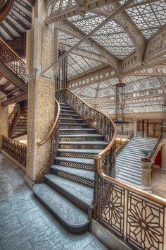jimharland:  The Rookery. Burnham and Root.Completed in 1888. Frank Lloyd Wright redesigned the skylit lobby in 1905.  kalp kazanmak, merdivenleri birer birer çıkmak, yükselmektir..