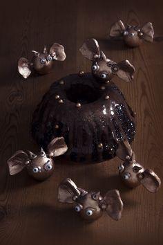 Bundt cake au chocolat sans gluten et ses mystérieuses bouchées d'or à dévorer...