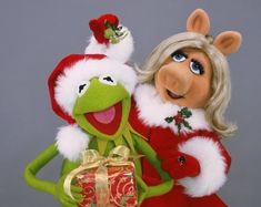 Merry Christmas Kermit & Miss Piggy pieces) Christmas Is Coming, A Christmas Story, Merry Christmas, Xmas, Kermit And Miss Piggy, Kermit The Frog, Kermit Face, Paper Decorations, Birthday Party Decorations