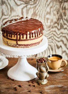 A kávérajongók kedvence: mokka torta Dessert Drinks, Dessert Recipes, Sweet Life, Cakes And More, Cake Cookies, Deserts, Mousse, Food And Drink, Birthday Cake