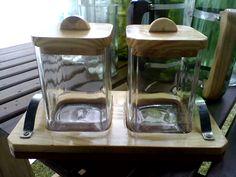 Reciclado de botellas y artesanias: Azucareras con botellas de vidrio recicladas y base de madera artesanal