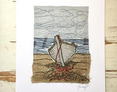 Illustrations originales de broderie Walmer bateau Freehand Machine Embroidery, Free Motion Embroidery, Machine Embroidery Applique, Embroidery Art, Fabric Cards, Fabric Postcards, Fabric Book Covers, Chicken Scratch Embroidery, Creative Textiles