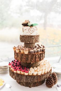 Creative tree trunk cupcake stand for an outdoor rustic wedding. Photo: Simply Sweet Photography