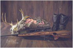 newborn photography, kentucky photographers, newborn hunting theme, newborn camo, camo, hunting