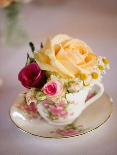 New wedding table flowers pink tea cups 55 Ideas Rosen Arrangements, Wedding Flower Arrangements, Floral Arrangements, Table Arrangements, Wedding Bouquets, Wedding Table Centerpieces, Wedding Table Settings, Flower Centerpieces, Wedding Decorations