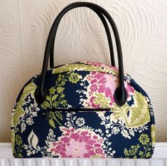 (The Take Me Away Bag posted here before is no longer available.) With this PDF sewing patternby SewChristineyou can sew a gorgeousweekend or overnight travelbag. You could sew this bag usingw...