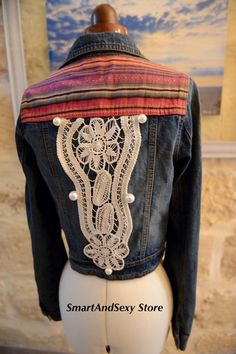 This lovely jacket has a pattern on the rear surrounded by 7 big pearly beads which gives it a chic & elegant look. I have included more matching